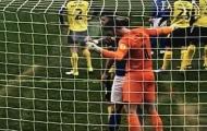 Sao trẻ Man Utd có thể bị cấm thi đấu vì... cắn người