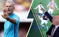 Trọng tài video tước bàn thắng của Liverpool, người cũ Everton bức xúc tột độ