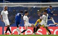 'Họ đã nghĩ gì khi cho Chelsea hưởng penalty trong tình huống đó?'