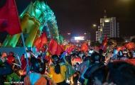 Dân Đà Nẵng trắng đêm 'đi bão' ăn mừng chức vô địch của ĐT Việt Nam