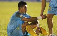 HLV Khánh Hòa và tuyển thủ Tuấn Mạnh thất thần trước viễn cảnh xuống hạng