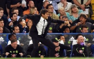 Conte ăn mừng chiến thắng cùng các cổ động viên