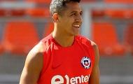 Mặc chấn thương, Sanchez vẫn ra sân tập cùng Chile