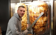 Cựu sao Arsenal mở cửa hàng thịt nướng