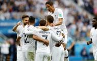 Mắc sai lầm như Karius, thủ môn Uruguay 'dâng' cho Pháp tấm vé vào Bán kết