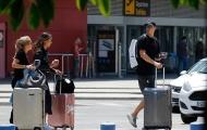 Tạm gác nỗi buồn World Cup, Manuel Neuer du hí cùng vợ