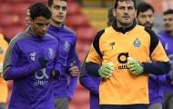 Iker Casillas lộ rõ vẻ căng thẳng trước cuộc đụng độ Salah, Mane