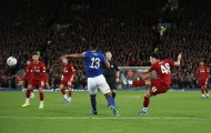 Lập siêu phẩm theo 'kiểu Coutinho', sao trẻ 18 tuổi giúp Liverpool hạ gục gã hàng xóm