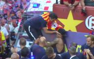 Sốc: Xavi nổi đóa, vung tay đánh Neymar