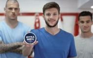 Sterling bị 'xóa' khỏi mẫu quảng cáo mới của Nivea