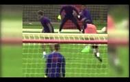 Sergio Romero cản phá cú sút trái phá của Juan Mata