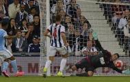 Đối mặt thủ môn, Raheem Sterling dứt điểm kém không ngờ