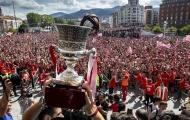Rừng áo đỏ đón chiếc siêu cúp của Bilbao