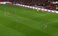 Cú chạm bóng cực bá đạo của Juan Mata
