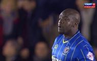 """""""Bé bự"""" Akinfenwa """"càn quét"""" hàng thủ Liverpool (mùa 14/15)"""