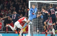 Lăng kính: Tay của Giroud, tay của Neuer