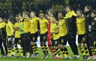"""Cầu thủ Dortmund tạm biệt khán giả bằng bài """"Jingle Bells"""""""