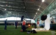 Mohamed Elneny rạng rỡ khoe áo đấu Arsenal