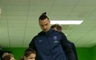 Cậu bé Mascot bị ăn hiếp, Ibrahimovic lập tức ra tay