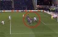 Tranh cãi về pha dàn xếp đá phạt của Juan Mata