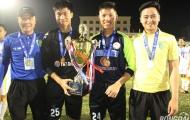 'Người nhện' Dương Hồng Sơn 'tươi rói' cùng U19 Hà Nội T&T đăng quang ngôi vô địch