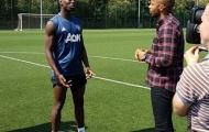 Huyền thoại Arsenal 'đột nhập' sân tập M.U, chộp lấy Pogba