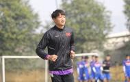 Phí Minh Long: Nỗi buồn của thủ môn không được dùng tay… chơi bóng