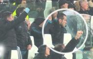 Gareth Bale lạnh lùng, không ăn mừng bàn thắng của Ronaldo