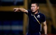 Đánh rơi chiến thắng, HLV Chu Đình Nghiêm nói lời cay đắng về trọng tài