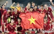 Hải Yến có hành động 'đốn tim' NHM trong khoảnh khắc đăng quang của ĐT Việt Nam