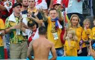 CĐV Peru bị 'ném đá' khi giật áo đấu Tim Cahill dành cho fan nhí