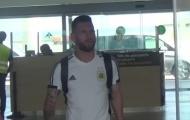 Lionel Messi được vợ đón ở sân bay Barcelona