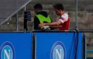SỐC: Đang đấu Napoli, sao Arsenal rời sân rồi trở lại sau 5 phút