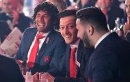 Mất vé Champions League tới nơi, dàn sao Arsenal vẫn cười toe toét