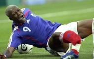 11 pha gãy chân khủng khiếp nhất bóng đá thế giới: Schmeichel phải nôn mửa
