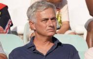 Bỏ Chelsea lẫn Man Utd, Mourinho xuất hiện ở 2 SVĐ trong vòng 20 tiếng
