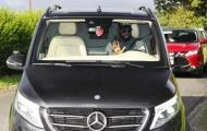 Man Utd dỡ bỏ lệnh cấm, Pogba được hộ tống đến Carrington
