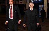 Man Utd tức tốc trở lại Anh, 'sếp máu mặt' theo Solskjaer như hình với bóng