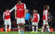Hòa bạc nhược, fan Arsenal điên tiết: '1 cặp đôi hết thời và của nợ, sa thải Emery!'