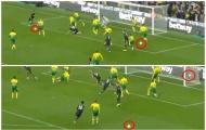 CHOÁNG! Lộ hình ảnh sự cố không thể tin nổi ở bàn thắng của Aubameyang