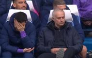 'Kẻ nổi loạn' cãi tay đôi với đồng đội trên sân, Mourinho bất lực ngao ngán