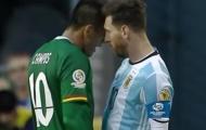 Messi húc đầu cầu thủ đối phương