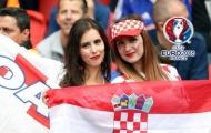 CĐV CH Czech vs Croatia thi nhau đọ sắc trên khán đài