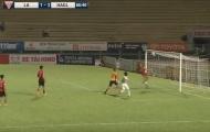 Pha cứu thua khó tin ở V-League được fan quốc tế thán phục