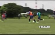 Công Phượng khiến cầu thủ Mito ngả mũ với pha solo ghi bàn tuyệt đẹp