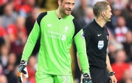 Thủ môn Mignolet đổ máu trước Leicester City