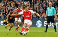 Sanchez đá hỏng pen, HLV Wenger nổi giận