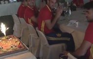 Diego Costa thổi nến mừng sinh nhật thứ 28
