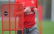 Per Mertesacker trở lại, Wenger thở phào
