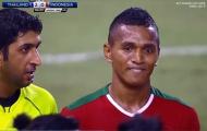 Cầu thủ Indo trả đũa đồng nghiệp, chửi CĐV bằng 2 ngón giữa